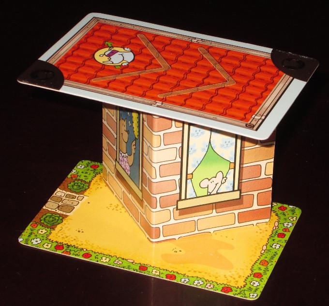 土台の上に壁カード、その次に屋根カード